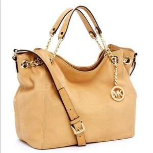 Michael Kors Jet Set Gather Shoulder crossbody